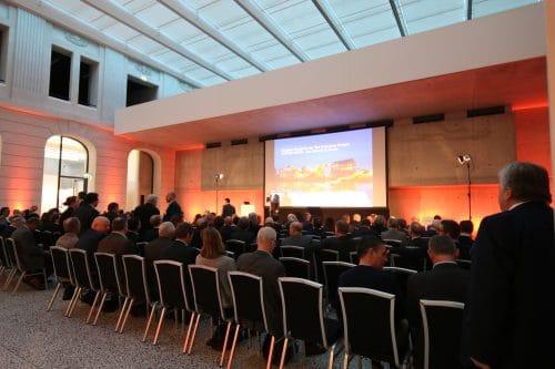 Gefüllter Tagungsraum beim Neujahrs Kongress der Tele Columbus Gruppe in Berlin im Jahr 2017