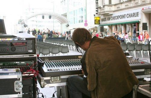 GATE Tontechniker am ehemaligen Berliner Grenzübergang Checkpoint Charlie
