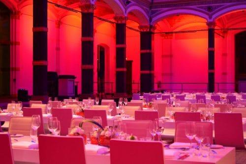 GATE Beleuchtungstechnik lässt einen Festsaal erstrahlen