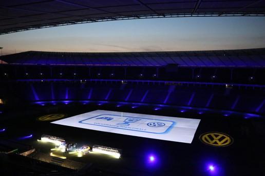 FIFA 17 im Olympiastadion Berlin - Eine Projektionsfläche von ca. 3.000 m² wurde mit acht Hochleistungsprojektoren und einem Medienserversystem bespielt